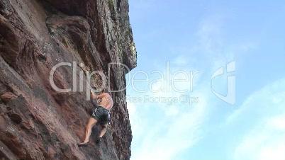 Kletterer in einer Felswand