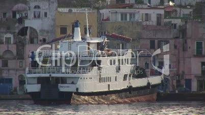 Schiff in Ischia
