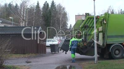 Müllwagen mit Arbeiter