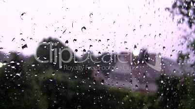 Gewitterblitze durch Fensterscheibe