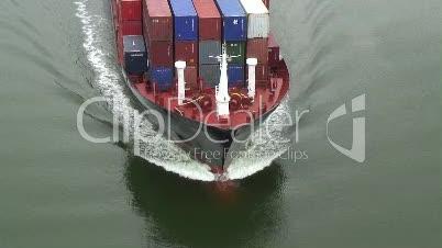 Bugwellen eines Containerschiffes