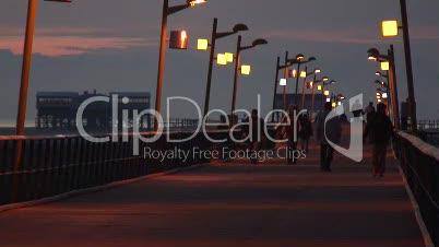 Brücke zum Strand an der Nordsee