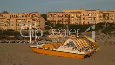 Strand an Hotelanlage