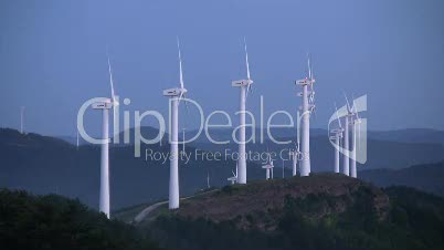 Windräder in den Pyrenäen