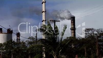 Schmutzige, Abgas emittierende Industrieanlage