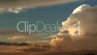 Malawi: Zeitraffer Bildung von Wolken bei Sonnenuntergang 1
