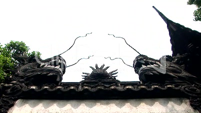 Dragons sitting on a wall