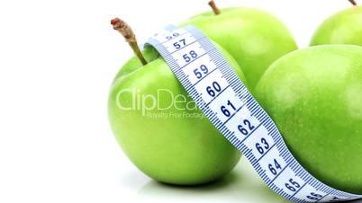Äpfel mit Maßband