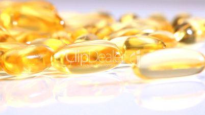 Bernsteinfarbene Vitaminpillen