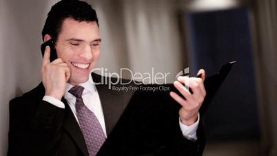 Geschäftsmann / Manager telefoniert