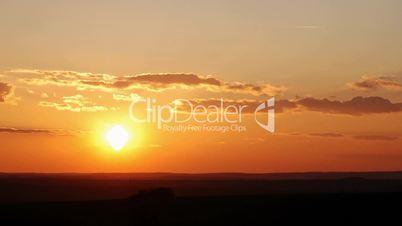 HD1080p Sonnenuntergang am Himmel mit vielen Wolken