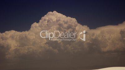 Gigantic thunderhead cloud in motion