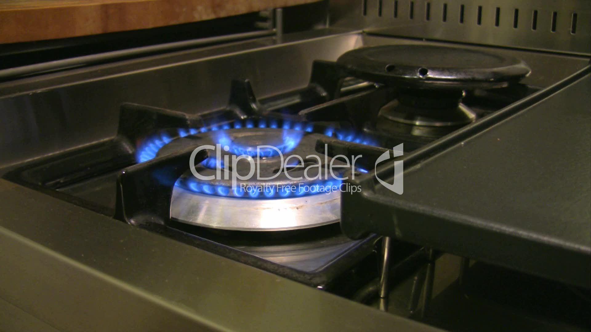 Flamme von einem Gasherd: Lizenzfreie Stock Videos und Clips