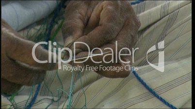 Fischernetz reparieren