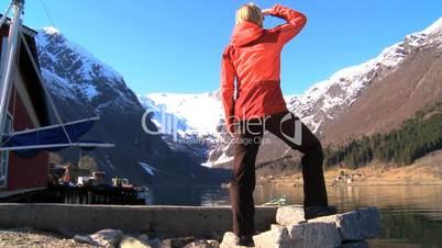 Frau in den Bergen