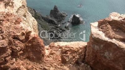 Steilküste an der Algarve in Portugal