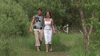 HD1080i Junges Paar geht verliebt spazieren