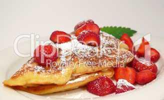 Gefüllter Erdbeerpfannkuchen