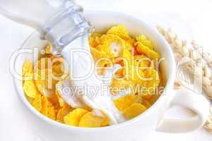 Frische Milch und Flakes