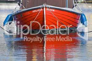 rotes Holzboot