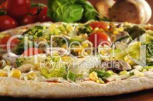 Pizza vegetarisch belegt