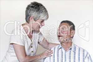 Senior mit Pflegerin