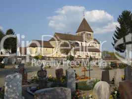 Kirche St. Georg mit Friedhof