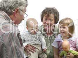 Großeltern und Enkel