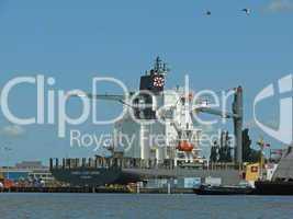 Schiff im Hafen von Emden