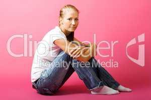 Frau mit rosa Hintergrund