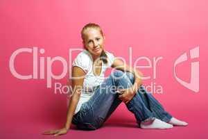 Frau mit rosa Hintergrund 2
