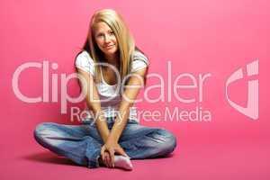 Frau mit rosa Hintergrund 10