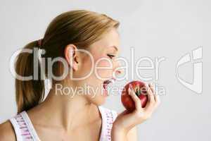 Frau mit Apfel 3