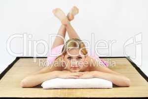 Frau im Wellnessbereich