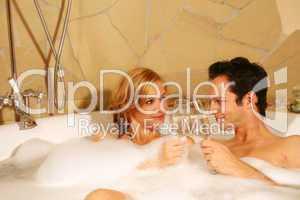 Paar in Badewanne