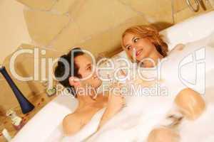 Paar in Badewanne 2