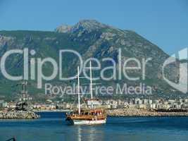 Schiff im Hafen von Alanya