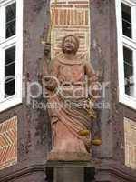 Figur am Rathaus in Frankenberg