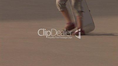Sandboarding in Wüste