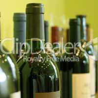 Weinflaschen / Bottles of wine in a wine store