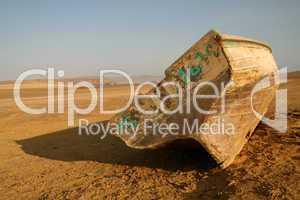 Fischerboot in Wüste