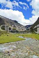 Fluß in den Anden in Peru