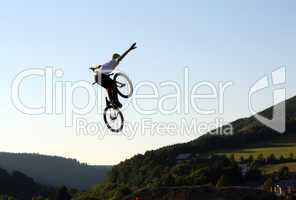Tuck No-Hander bei Dirt Jump Contest