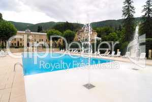 Chateau in der Provence mit Pool