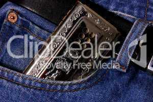Mundharmonika und Jeans