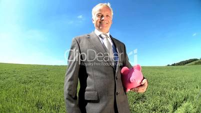 Mann mit Sparschwein