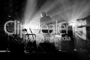Schatten auf einer Konzertbühne