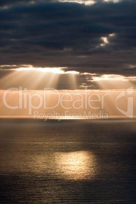Sonnenstrahlen uber dem Meer