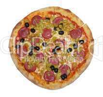 Pizza mit Salami und Oliven freigestellt