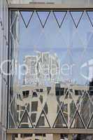 Spiegelung in Glasfassade